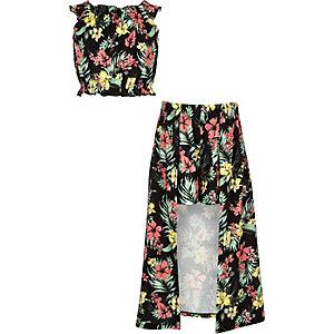 Outfit mit schwarzer, tropischer Skort