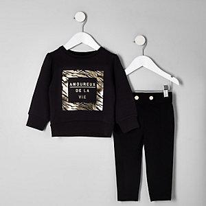 Outfit mit Sweatshirt mit Folienprint