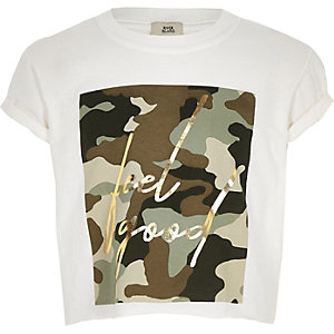 "Weißes T-Shirt ""Feel good"" mit Camouflage-Muster"