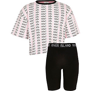 Girls unite print T-shirt outfit