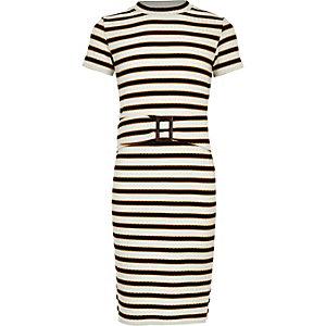 Weißes, geripptes Kleid mit Streifen