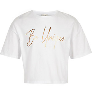 """Weißes, kurzes T-Shirt """"Be unique"""""""