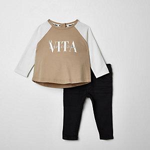 Outfit met beige T-shirt met 'La vita'-print voor baby's