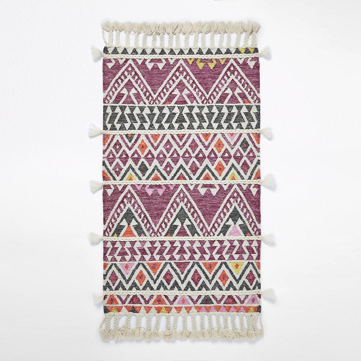 Petit tapis rose géométrique à pampilles multicolores