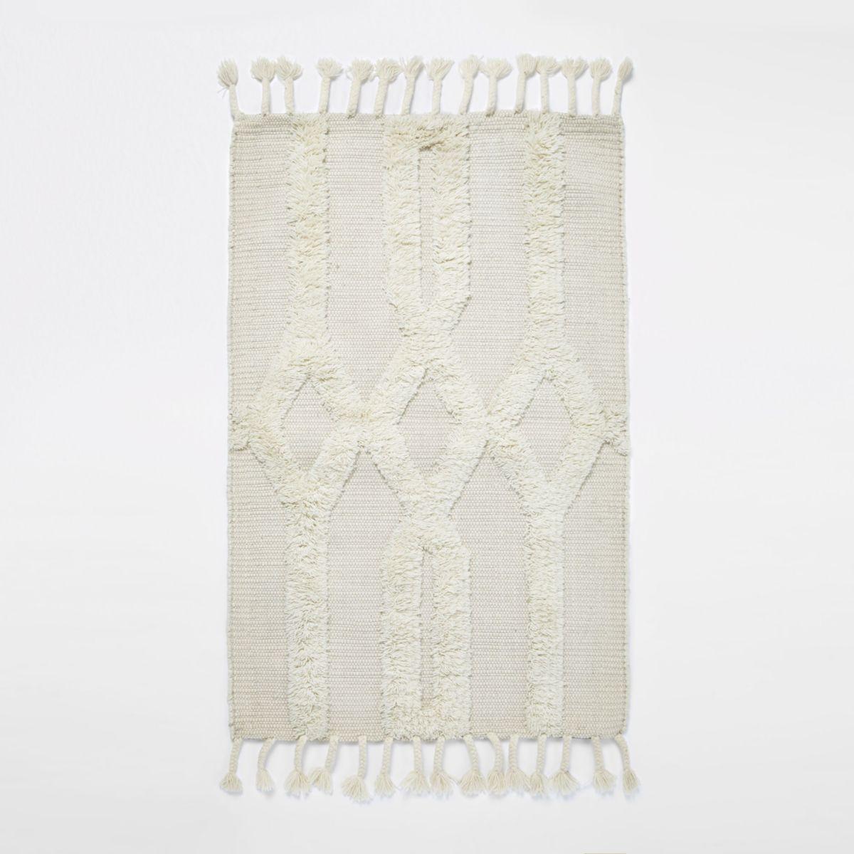 Cream tufted geometric rug