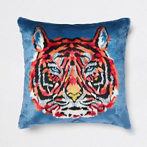 Blauw kussen met imitatiebont en tijgerprint