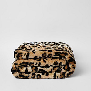 ​Leopard faux fur throw