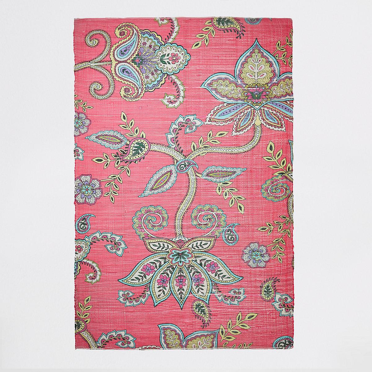 Grand tapis à fleurs rose