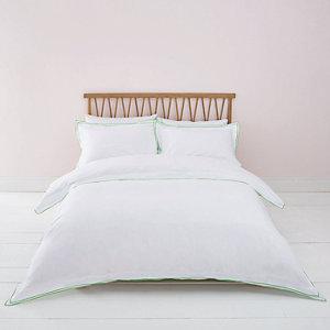 Bettdecken-Set in Weiß mit grüner Bordüre