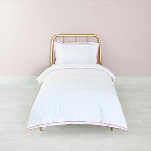 Weißes Bettdecken-Set mit pinker Bordüre
