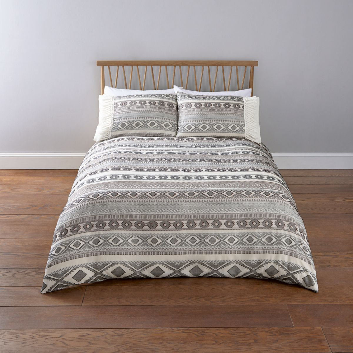 Cream Aztec jacquard super king duvet bed set