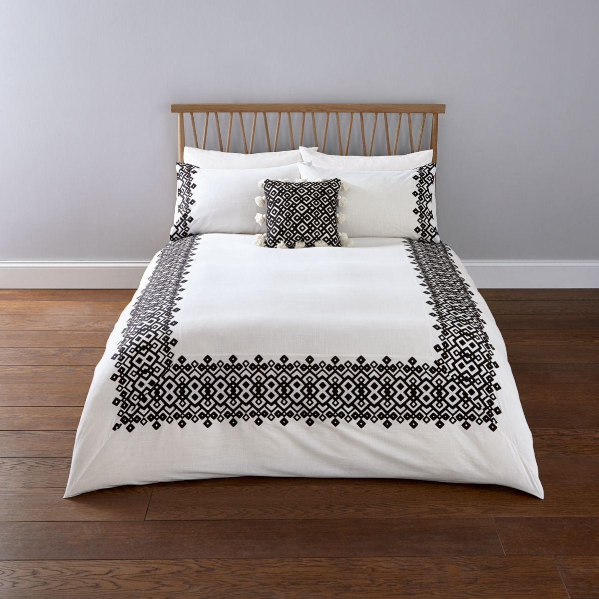 White geo embroidery super king duvet bed set