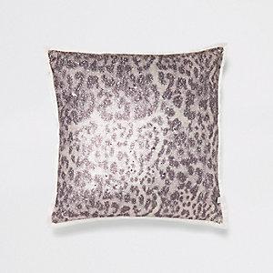Coussin imprimé léopard crème à sequins