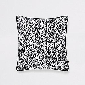 House de coussin imprimé léopard blanc